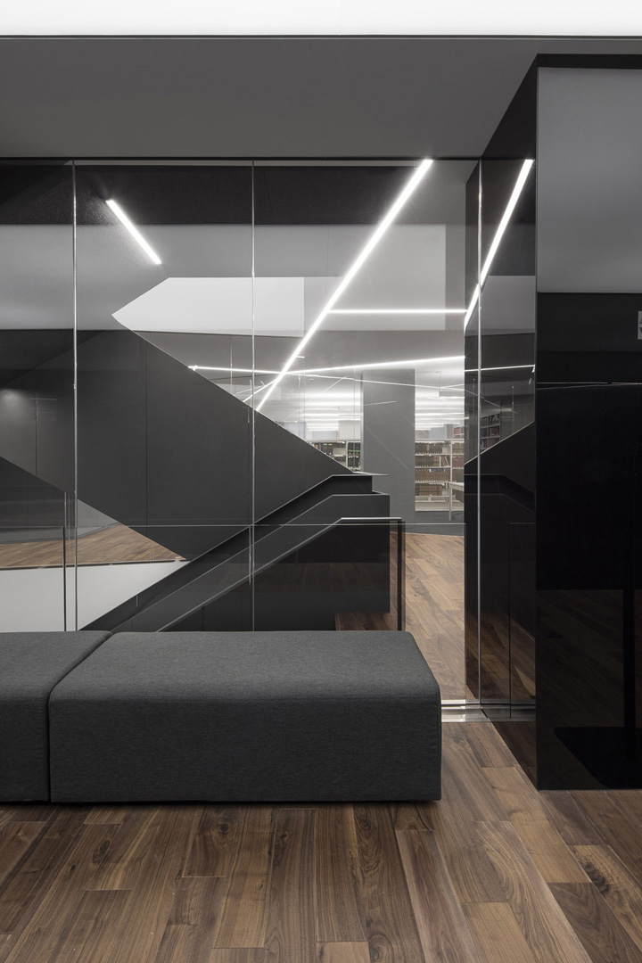 深邃暗雅 加拿大顶尖律所Stikeman Elliott蒙特利尔办公设计欣赏