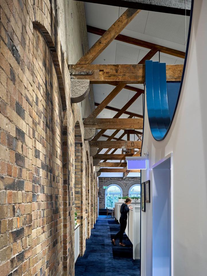 风华再现 昆士兰天主教教育委员会QCEC办公设计欣赏