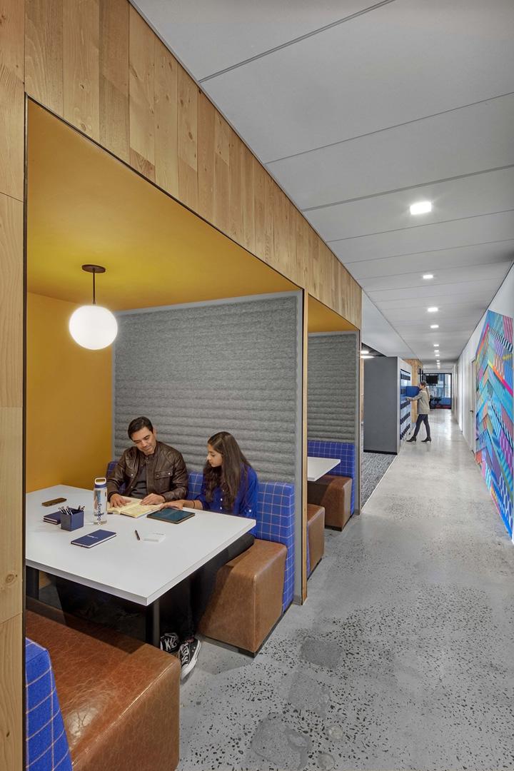 暗调工业风 在线旅游巨头Booking.com缤客纽约办公设计欣赏