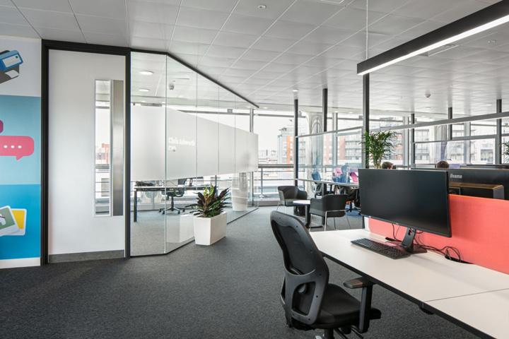 暗蓝速递 德国物流Hermes英国利兹技术中心设计欣赏