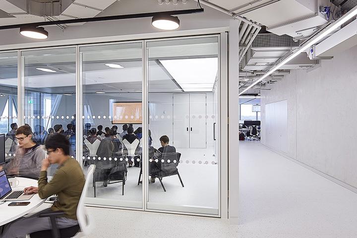 极简未来感 英国美容电商THG Ingenuity技术平台曼彻斯特办公设计欣赏